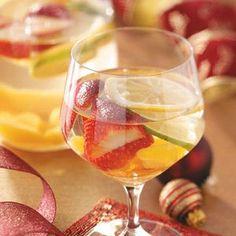 White Sangria - dry white* sugar* brandy* lemon-lime soda* sliced peaches* strawberries* lemon and lime! Refreshing Cocktails, Summer Drinks, Fun Drinks, Alcoholic Drinks, Beverages, Easy Mixed Drinks, Spiked Lemonade, Sweet Wine, Vegetarian Recipes Easy