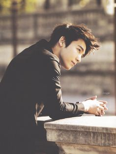 Now how come this Fishy isn't Super Junior's Visual? (No hate on Siwon, I'm just sayin'...)