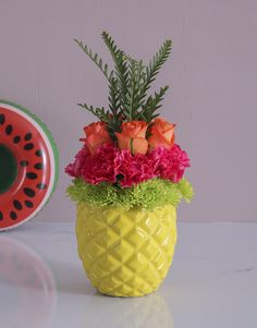This pineapple rose display is a fun and quirky Spring Day idea! Brighten that special person's day with this Spring Day gift, which places magnificent roses in a pineapple pot. To match the refreshing energy of the new season, nothing beats Spring Day flowers. Shop Spring Day gifts online with NetFlorist now! Personalized Wine, Spring Day, Online Gifts, The Fresh, Cool Gifts, Beats, Pineapple, Planter Pots, Roses
