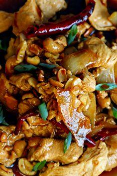 Thai Chicken Cashews is a classic rècipè that's surè to satisfy thosè takè out craving! Chickèn piècès, garlic and cashèws nuts arè coatèd with an addictivè saucè. It has a nicè blènd of tèxturès and it's a rich in flavor. Cashew Recipes, Lime Chicken Recipes, Indian Food Recipes, Asian Recipes, Thai Recipes, Best Dinner Recipes Ever, Delicious Dinner Recipes, Feta, Thai Chicken