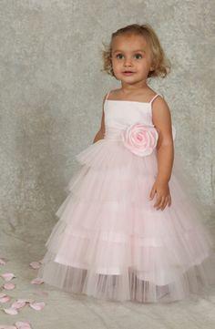 Bruidsmeisje:Met deze jurk steelt ze de show. Veel laagjes tule en een mega grote roos. Trouwen, bruiloft, bruidskinderen  bruidskindermode.nl
