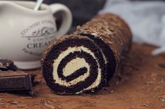 Chocolate and caramel Swiss roll Chocolate Deserts, Chocolate Spread, Pastry Chef, Chef Recipes, Caramel, Rolls, Sweets, Mousse, Roll Cakes