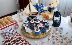 Ursinhos marinheiros são atração da mesa de doces - festa deve ser planejada com dois meses de antecedência. De Fabiana Moura Projetos Personalizados. Foto: Divulgação