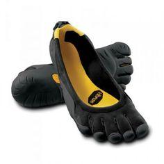 Barfuß laufen und dabei Schuhe tragen? Das ist jetzt möglich mit Zehenschuhen! Die Füße sind wie bei normalen Schuhen gut geschützt, dennoch fühlt es sich so an, als würde man ohne Schuhe laufen.