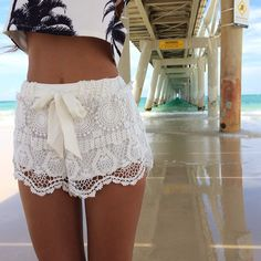 Shop Women's size S Shorts at a discounted price at Poshmark. Description: ➳ Brand New ➳ White crochet laced ribbon shorts ➳ Amazing quality and super cute! ❣ Feel free to ask me questions. Holiday Outfits, Summer Outfits, Cute Outfits, Summer Shorts, Moda Chic, Facon, Swagg, Lace Shorts, White Shorts