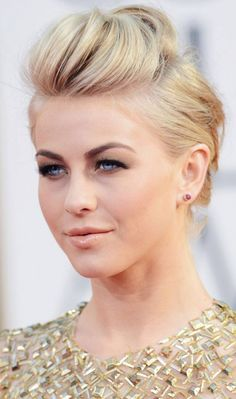 Wedding Hairstyles Medium Hair Wedding Updos For Short Hair - Pompadour - Looking for the perfect short hair up'do for your big day? Here are 10 gorgeous wedding updos for short hair that helps you steal the show on your wedding day Formal Hairstyles For Short Hair, Faux Hawk Hairstyles, Hairstyles For Fat Faces, Very Short Hair, Haircut For Thick Hair, Short Hair Updo, Best Wedding Hairstyles, Short Wedding Hair, Short Hair Cuts