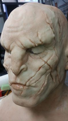 #AzogThedefiler #TheHobbit #TheLordoftheRings #VinstudioFX #FX #Tolkien #Specialeffects #siliconeProsthesis #TheBattleoftheFiveArmies #lLaBatalladelosCincoEjercitos Face Off Makeup, Demon Makeup, Mask Makeup, Sfx Makeup, Makeup Art, Special Makeup, Special Effects Makeup, Aliens, Prosthetic Makeup