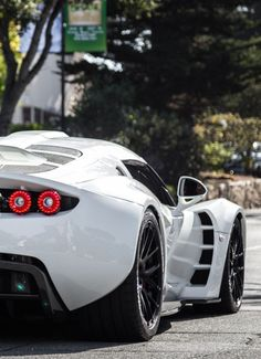 The Hennesey Venom GT went into production in 2012 by US car manufacturer Hennessey Performance Engineering. The car holds a number of speed world records. Exotic Sports Cars, Cool Sports Cars, Sport Cars, Cool Cars, Exotic Cars, Hennessey Venom Gt, Ferrari, Lamborghini, Best Luxury Cars