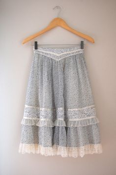 70s Gunne Sax Skirt/ 1970s Skirt/ Blue Floral Skirt/ Lace Prairie Skirt/ Womens SIze XS