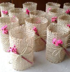Rustic Napkin Holder - New Deko Sites Rustic Napkin Holders, Rustic Napkins, Burlap Crafts, Diy And Crafts, Crafts For Kids, Diy Wedding, Wedding Gifts, Wedding Gift Baskets, Diys