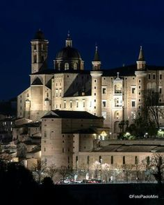 #Urbino by night foto Paolo Mini! #holidayinitaly