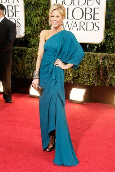 Julie Bowen's teal Halston gown brought a welcome pop of color to the red carpet.  Golden Globes Red Carpet Pictures 2013