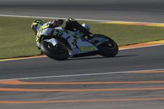 Andrea Iannone Photos Photos - Andrea Iannone of Italy and Team Suzuki ECSTAR rounds the bend during the MotoGp Tests In Valencia at Ricardo Tormo Circuit on November 15, 2016 in Valencia, Spain. - MotoGp Tests in Valencia
