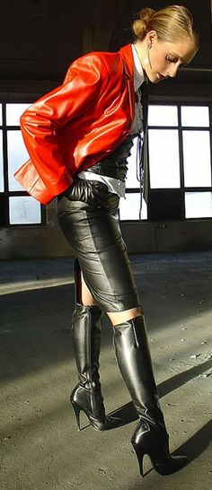 Sexy leather clad lady #hothighheelstightdresses #highheelbootsskirt
