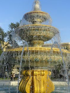 gold fountain in Baku