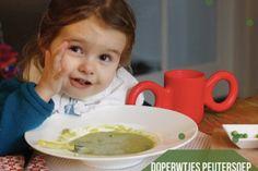 Als je deze romige doperwtensoep maakt, hou dan een bakje met groene balletjes apart voor je peuter om in de soep te gooien. 'Zelluf doen' bevordert namelijk de eetlust van eigenwijze koters [...]