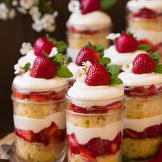 These layered Christmas trifle recipes were made for sharing. Whether you want something fruity or something chocolatey, a trifle is a great holiday dessert. Summer Dessert Recipes, Spring Desserts, Easy Cake Recipes, Chef Recipes, Holiday Recipes, Impressive Desserts, Beautiful Desserts, Trifle Desserts, Cheesecake Recipes