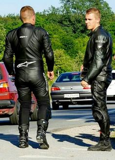 men in leather Motorcycle Suit, Motorcycle Leather, Biker Leather, Leather Men, Leather Pants, Motocross Outfits, Motorbike Leathers, Biker Style, Bikers