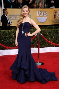 I tend to have mixed feelings about Amanda Seyfried. She has certainly worn gowns like this before. It's not a change of pace. But the navy Zac Posen with her cascading Rapunzel hair is really otherworldly. She looks like she could be the Venus de Milo. Her Lorraine Schwartz baubles only add to the illusion.