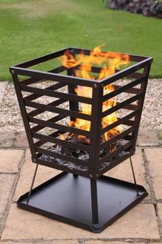 These fire pit ideas and designs will transform your backyard. Check out this list propane fire pit, gas fire pit, fire pit table and lowes fire pit of ways to update your outdoor fire pit ! Find 30 inspiring diy fire pit design ideas in this article. Metal Fire Pit, Diy Fire Pit, Fire Pit Backyard, Grill Outdoor, Outdoor Fire, Outdoor Living, Backyard Garden Design, Backyard Projects, Backyard Ideas