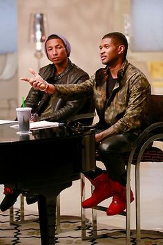 Usher with Advisor Pharrell!  #TeamUsher #Battles