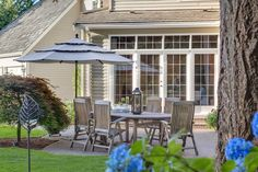 A quaint outdoor space to hold an intimate lunch or small gathering. Redmond, WA Coldwell Banker BAIN