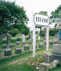 Section Of Cemetery Where TITANIC Casualties Are Burried Titanic victims were picked up by Canadian ships; the majority of the 328 bodies are buried in Fairview Cemetary, Halifax, Nova Scotia, Canada Cemetery Headstones, Old Cemeteries, Cemetery Art, Graveyards, Titanic Ship, Rms Titanic, Titanic Deaths, Titanic Boat, Titanic Museum