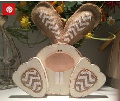 29 inspiring ideas for wooden Easter decorations with instructions - Basteln dekoration Easter Projects, Easter Crafts, Easter Decor, Easter Ideas, Fall Projects, Easter Centerpiece, Bunny Crafts, Summer Crafts, Holiday Crafts