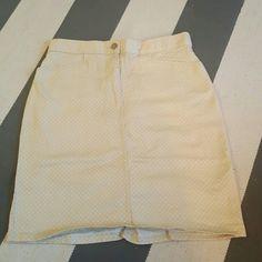 Bill blass 10 polka dot skirt Size 10 No rips tears or stains  Stretch material q bill blass Skirts
