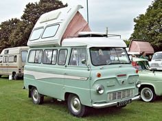 RV * Motorhome * Camper * House Bus * Mobile Home Ford Lincoln Mercury, Classic Cars British, Classic Trucks, Camping Vintage, Hennessey Venom Gt, Classic Campers, Camper Caravan, Camper Van, Old Campers