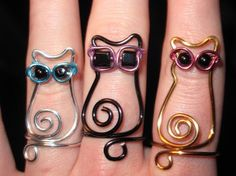 Wire wrapped cat wearing sunglasses, cool!