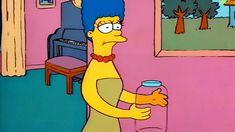 Marge entra y muestra Homer el frasco vacío