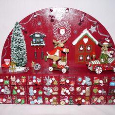 great dernier calendrier de luavent en bois rouge avec ses tiroirs with calendrier de l avent. Black Bedroom Furniture Sets. Home Design Ideas