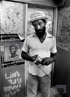 #leeperry #leescratchperry Dancehall Reggae, Reggae Music, Soul Music, Music Is Life, Black Music Artists, Lee Perry, Afro, Reggae Artists, Joe Strummer