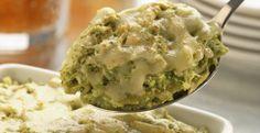 Pastel náhuatl. We love this at home.8 porciones 1/2 lata de leche evaporada carnation clavel (175 ml) 1/2 bolsa de rajas de chile poblano, congeladas (250 g) 1/4 cebolla 1 diente de ajo 4 piezas de tomate verde 1/4 de cubo de caldo de pollo 1 pollo cocido y deshebrado 12 tortillas de maiz, pasadas por aceite caliente 50 g de queso tipo manchego rallado