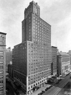 Beacon Theater, Beacon Hotel - New York City (photo: Wurts Bros. New York City Photos, New York Pictures, Beacon Theater, Theatre, New York City Buildings, Houston Street, 42nd Street, Famous Landmarks, Air France