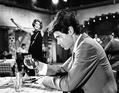 Η ταινία εκτόξευσε στα ύψη το άστρο της Μαίρης Χρονοπούλου, η οποία ερμηνεύει καταπληκτικά τα τραγούδια «Του Αγοριού Απέναντι» και «Είμαι Γυναίκα του Γλεντιού» που έγιναν διαχρονικές επιτυχίες. Περίληψη Τα τρία αδέλφια της Αννούλας την προσέχουν σαν κόρη οφθαλ Old Greek, Old Movies, Tv, Old School, Actors & Actresses, Greece, Black And White, Film, Concert
