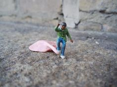 Little People - A tiny street art project - Street Photography by Slinkachu