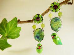 Parakeet bird earrings agate tissue  tropical birds earrings