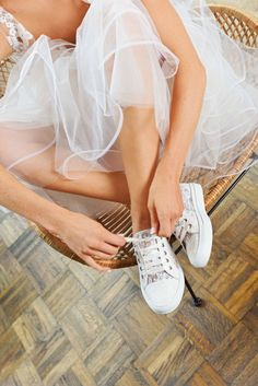 14 decisions during the wedding planning you are planning … Toms Wedding Shoes, Blush Wedding Shoes, Colorful Wedding Shoes, Unique Wedding Shoes, Wedding Sneakers, Bridal Shoes, Suits And Sneakers, Dress With Sneakers, Satin Pumps