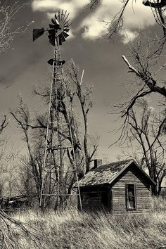 Beautiful early Kansas windmill standing tall and proud. The Animals, Abandoned Buildings, Abandoned Places, Farm Windmill, Old Windmills, Le Far West, Water Tower, Old Farm, Jolie Photo