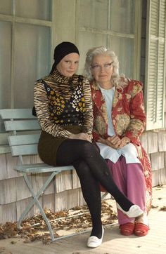 Jessica Lange and Drew Barrymore did awesome job portraying the Edies Grey Gardens 2009, Grey Gardens House, Gray Gardens, Edie Bouvier Beale, Edie Beale, Edith Bouvier, Jackie O's, Jacqueline Kennedy Onassis, Gilmore Girls