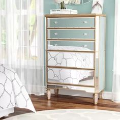 Beautiful drawer cabinet for the master bedroom. 5 Drawer Dresser, 5 Drawer Chest, Dresser With Mirror, Chest Of Drawers, Dressers, Mirrored Bedroom Furniture, Furniture Usa, Bedroom Decor, Bedroom Ideas