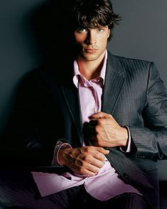 Tom Welling is gorgeous! Those eyes....