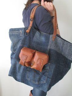 Image of Sac Fourre-Tout zippé { } Urban Bags, Creative Bag, Denim Ideas, Denim Crafts, Recycle Jeans, Love Jeans, Diy Purse, Linen Bag, Recycled Denim