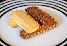 Magyar Darálós keksz recept - Hungarian grinder cookies - cookies that you shoot out of a meat grinder with attachment or a press. Hungarian Recipes, Crunches, Crackers, Main Dishes, Biscuits, Food And Drink, Vegetarian, Yummy Food, Sweets