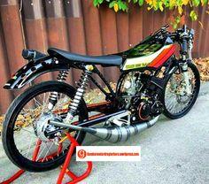 Yamaha Motorcycles, Cars And Motorcycles, Bike Motor, Yamaha Rx100, Cat Body, Drag Bike, Custom Cafe Racer, Motor Sport, Custom Bikes