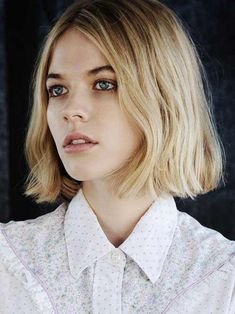 Natural Makeup 10 TENDANCES COIFFURES de l'automne - Confidentielles - You only need to know some tricks to achieve a perfect image in a short time. Blonde Bob Hairstyles, Cool Hairstyles, Bob Haircuts, Beautiful Hairstyles, Short Wavy Haircuts, Wedding Hairstyles, Straight Haircuts, Hairstyles 2016, Winter Hairstyles