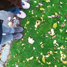 Together in London. 💕 #london #lookingdown #uk #garden #autumn #leaves #traveling #together #love #walking