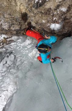 My friend monia doing her best!!!! #andreareboldi #liveoutdoorlife #iceclimbingcuoridighiaccio #sport